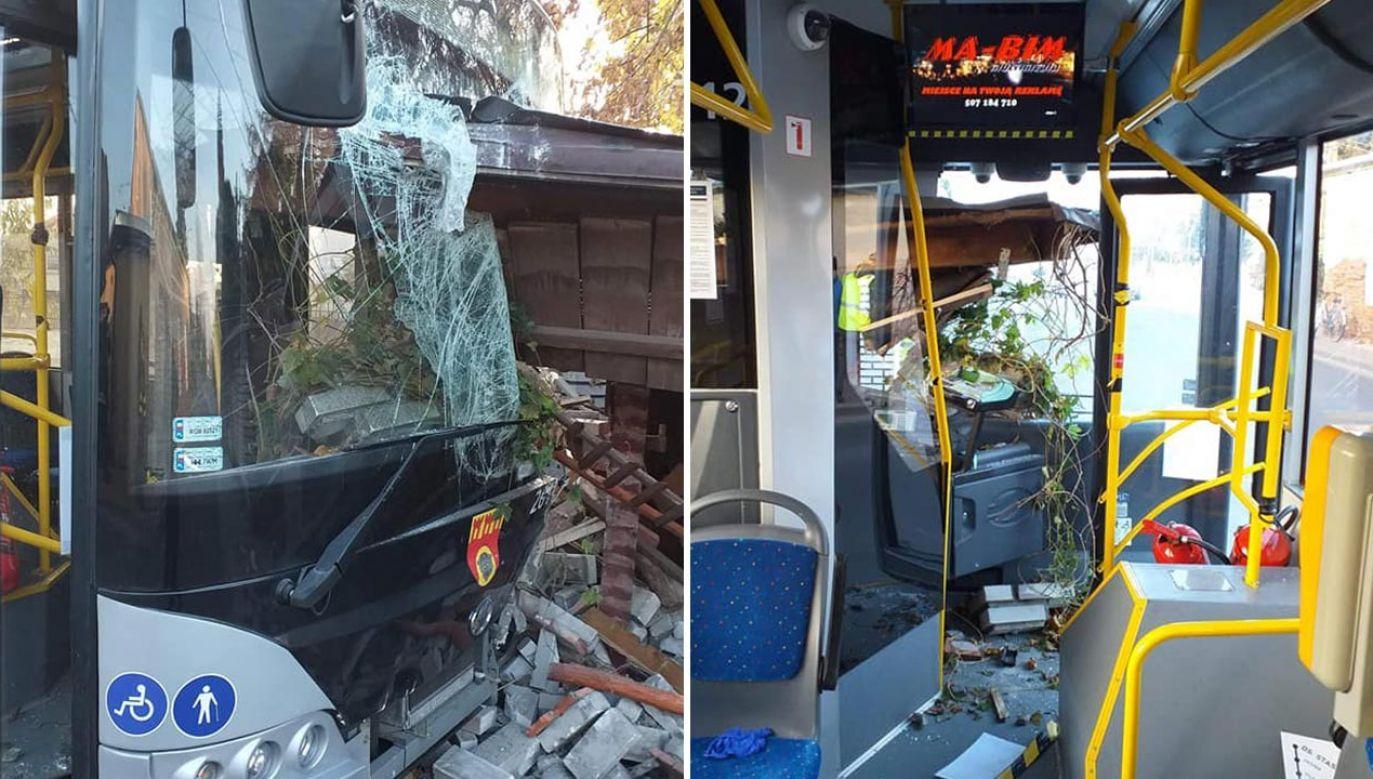 Kabina kierowcy została zupełnie zniszczona (fot. Facebook/Miasto Pruszków)