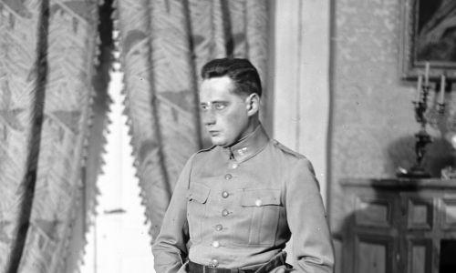 Rok 1926. W roli syna w przedstawieniu