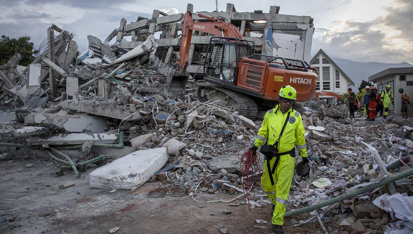 W wyniku podziemnego wstrząsu uszkodzone zostały dziesiątki domów (fot. Ulet Ifansasti/Getty Images)