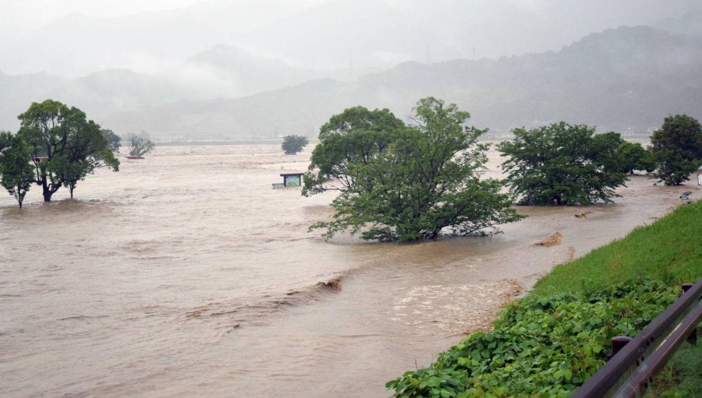 Gwałtowne ulewy doprowadziły do powodzi na południu Japonii (fot.  EPA/JIJI PRESS JAPAN)