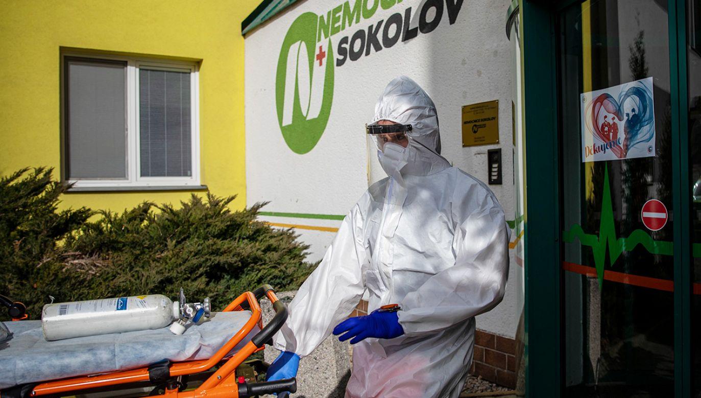 W Czechach wykryto pierwszy przypadek południowoafrykańskiej odmiany koronawirusa (fot.PAP/EPA/MARTIN DIVISEK)