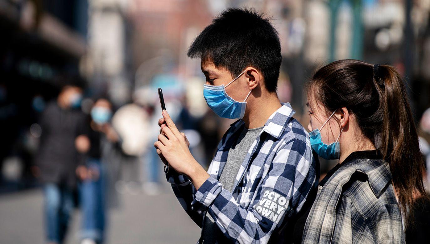 Lekarze rodzinni apelują do młodych ludzi, by nie lekceważyli zagrożenia (fot. Zhang Peng/LightRocket via Getty Images)