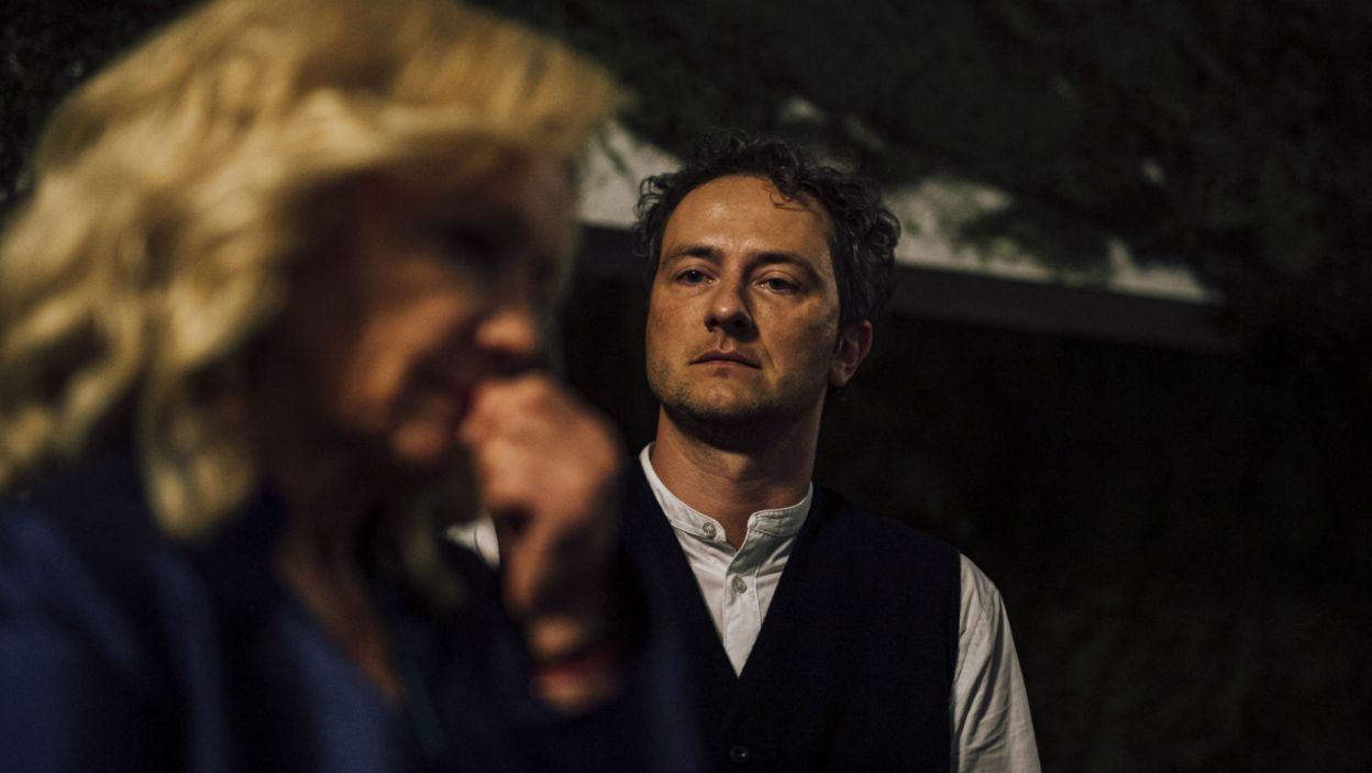 Hamlet zamierza znaleźć dowody zbrodni, ale dla niepoznaki udaje szaleńca... (fot. Stanisław Loba)