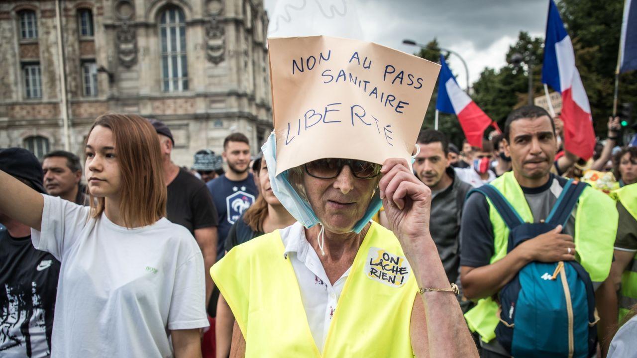 Czterech na dziesięciu Francuzów popiera demonstracje (fot. PAP/EPA)