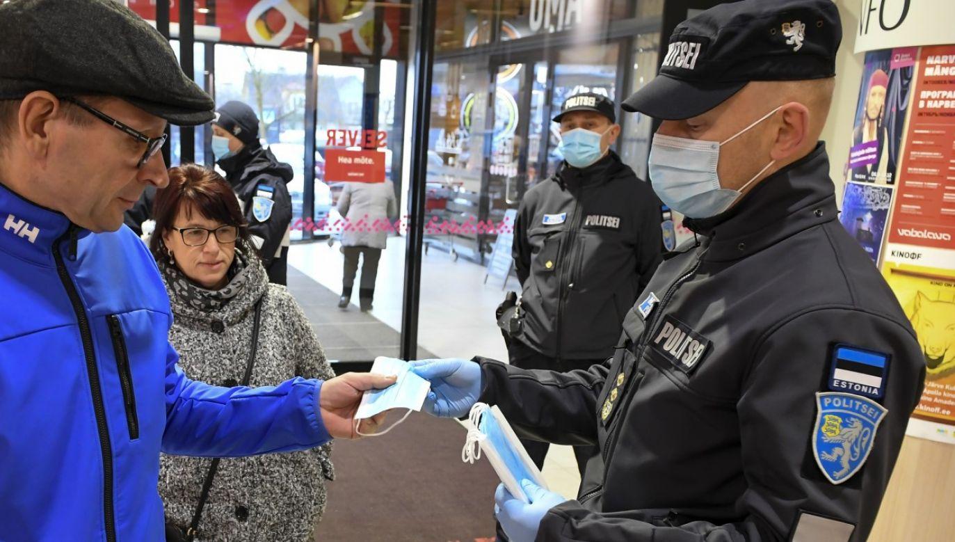 Ograniczenie z powodu rosnącej liczby osób wymagających hospitalizacji (fot. Sergei Stepanov/NurPhoto via Getty Images)