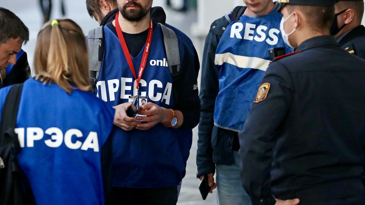 Białoruscy dziennikarze trafiają nawet do więzienia za swoją pracę  (fot. N.Fedosenko\TASS\Getty Images)