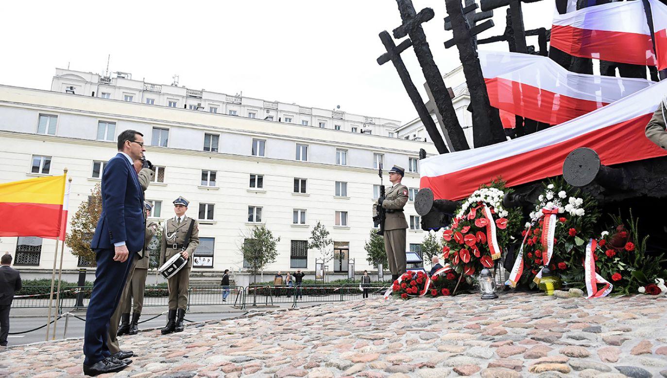 """Premier zaapelował do władz Rosji o wznowienie współpracy, """"aby tragiczna historia była jedynie wspomnieniem"""" (fot. PAP/Radek Pietruszka)"""