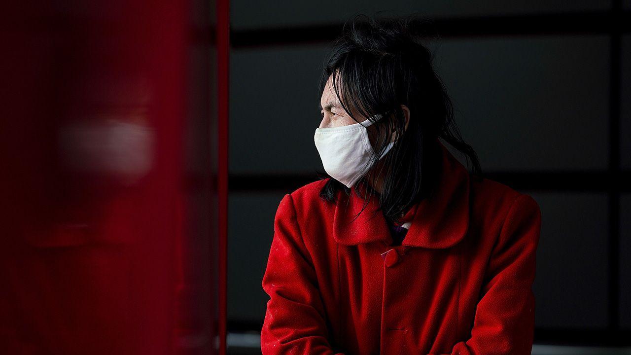 Szanghajski ekspert ocenił, że najważniejsze jest zapobieganie i kontrola epidemii (fot. Lintao Zhang/Getty Images))