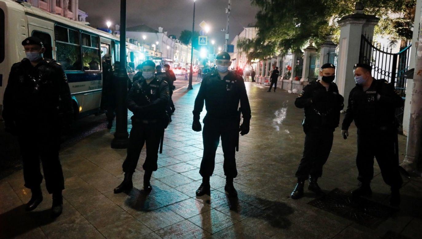 Dziennikarz relacjonuje, że milicjanci poddawali go torturom (fot. PAP/EPA/YURI KOCHETKOV)