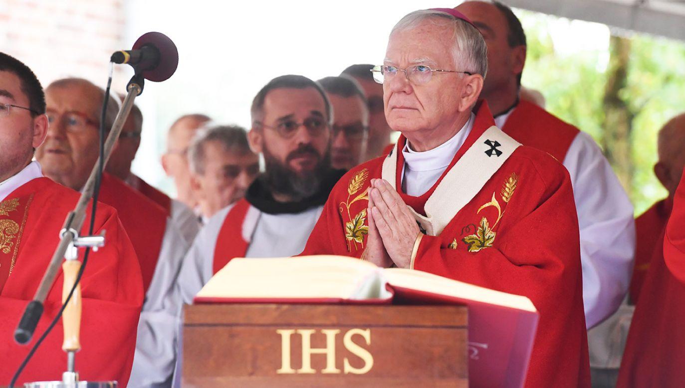 Prokuratura zbada sprawę agresji względem abp. Jędraszewskiego (fot. PAP/Jacek Bednarczyk)