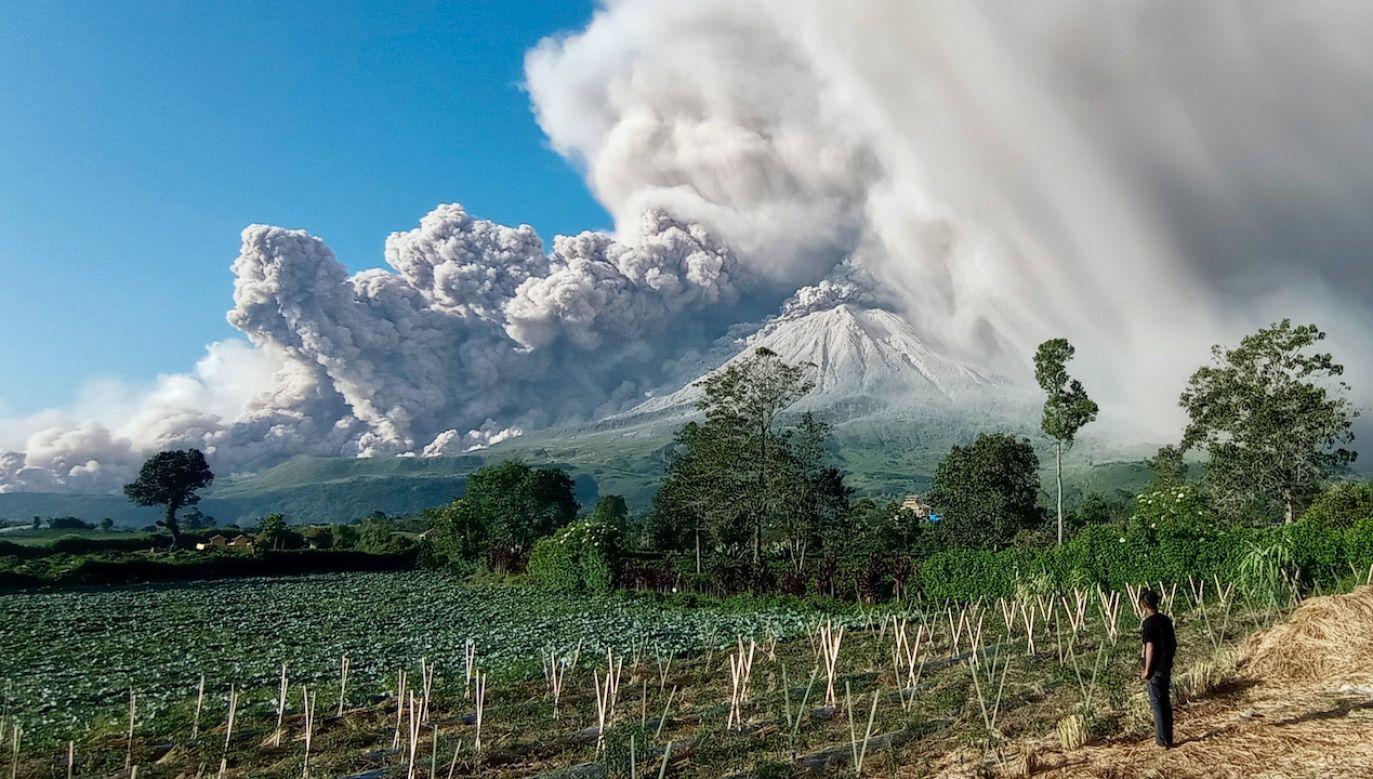 To pierwsza duża erupcja tego wulkanu od sierpnia 2020 roku (fot. PAP/EPA/S.GINTING)
