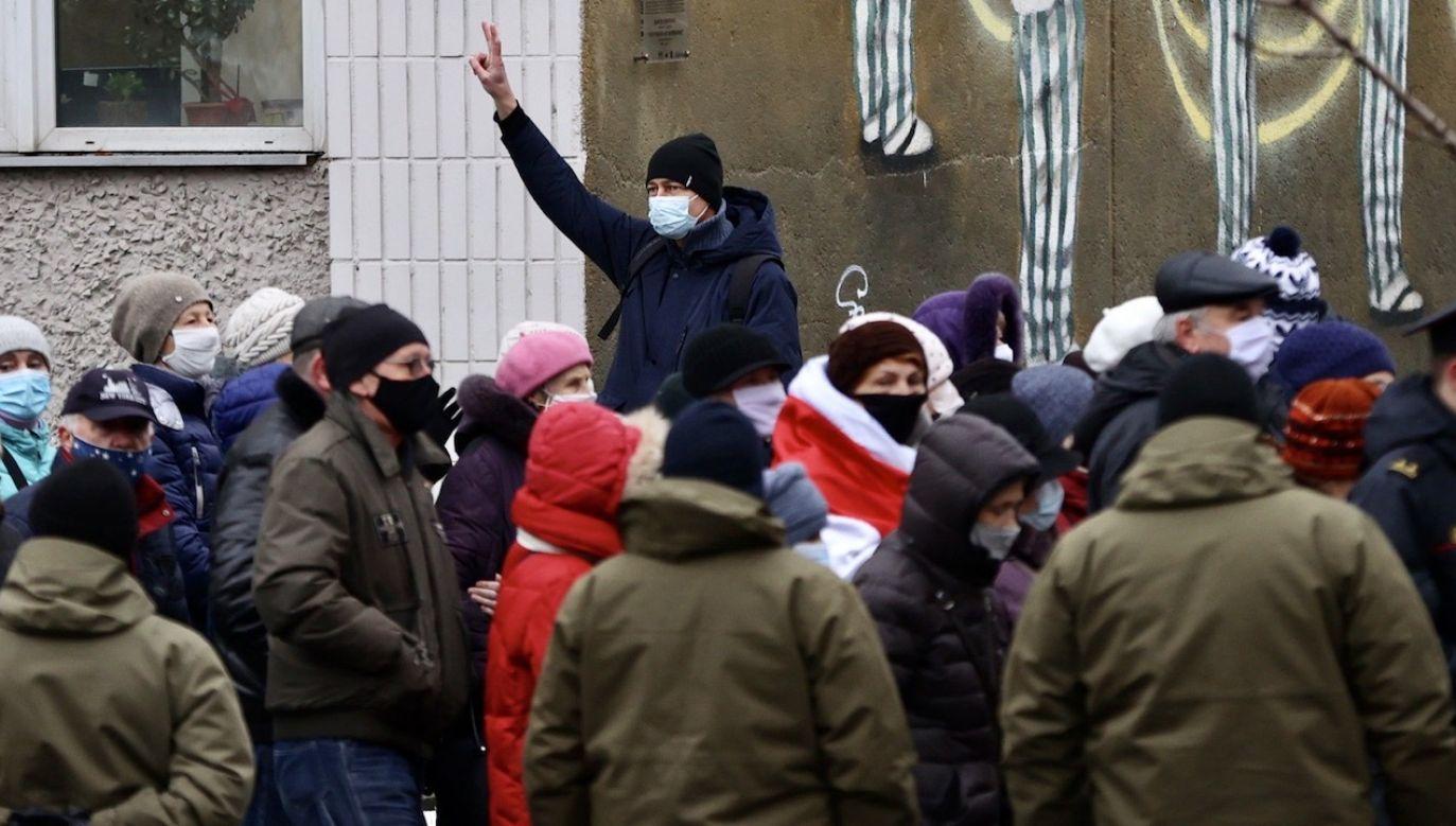 Wizy humanitarne pomogą Białorusinom znaleźć pracę w Polsce (fot. PAP/EPA/STRINGER)