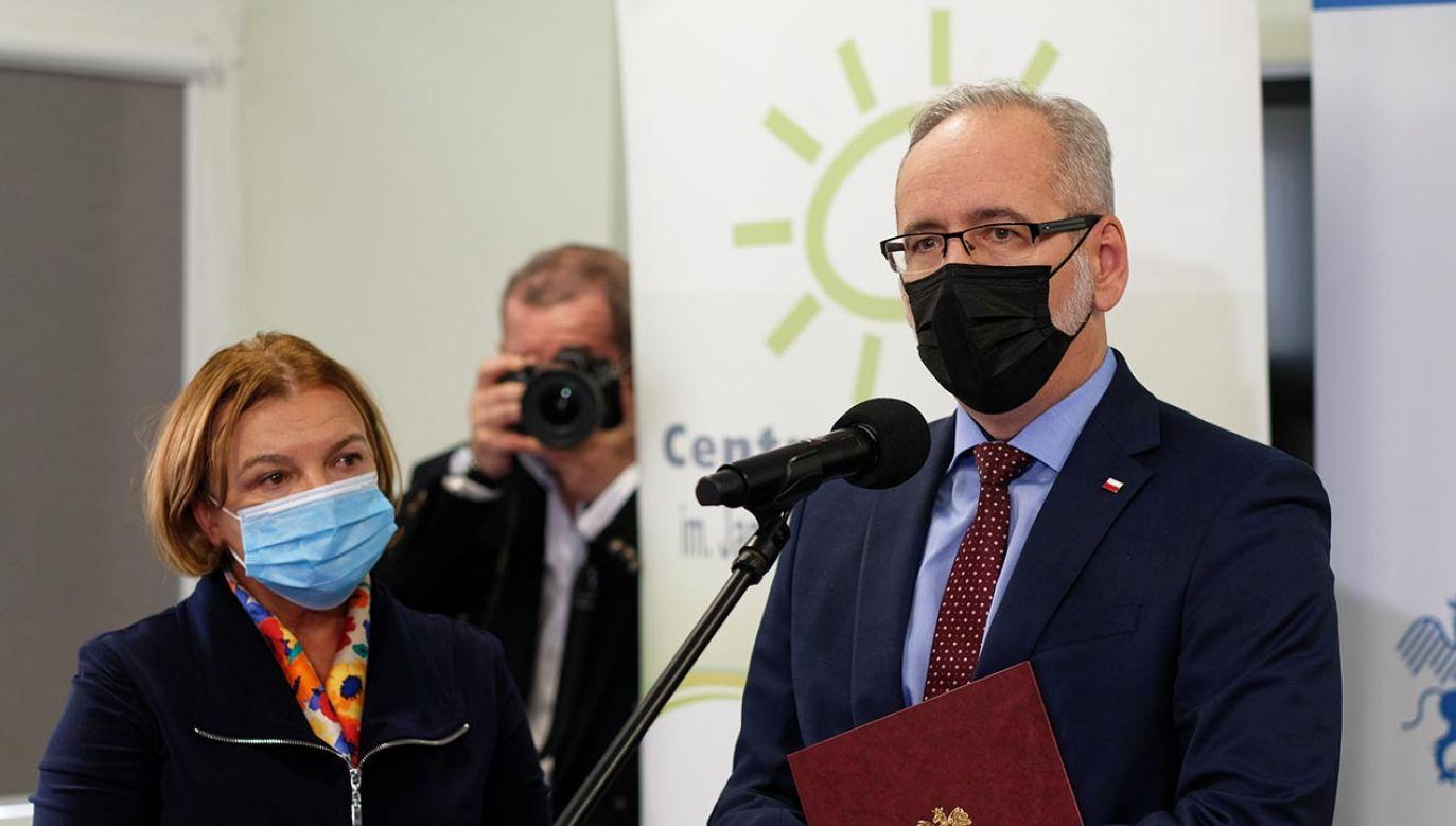 Min. Adam Niedzielski i prof. Małgorzata Janas-Kozik w Centrum Pediatrii w Sosnowcu (fot. PAP/Andrzej Grygiel)