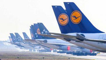 Flota Lufthansy liczy obecnie ok. 100 maszyn (fot. PAP/EPA/ARMANDO BABANI)