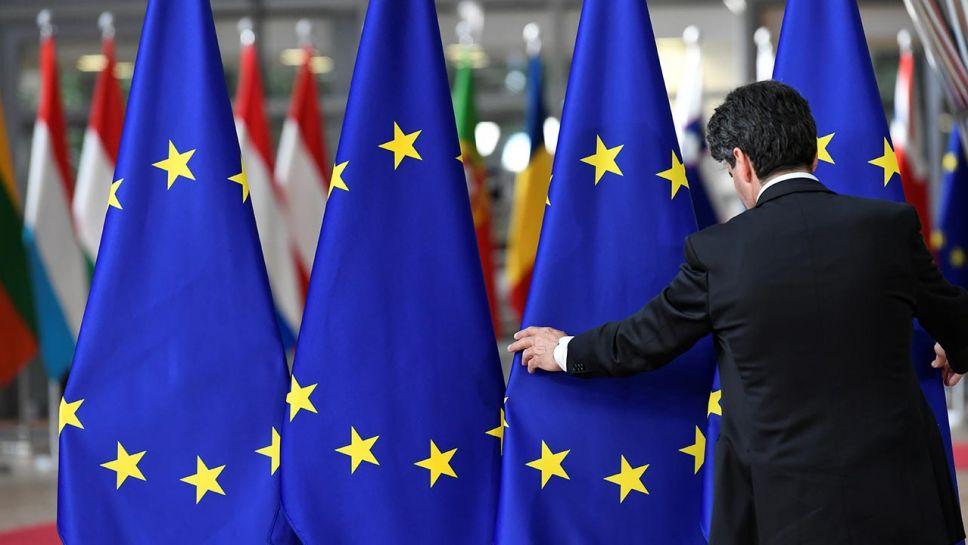 Zdaniem polityków PiS Unia Europejska ma inne zmartwienia niż troska o praworządność w Polsce i na Węgrzech (fot. EUTERS/Piroschka Van de Wouw)
