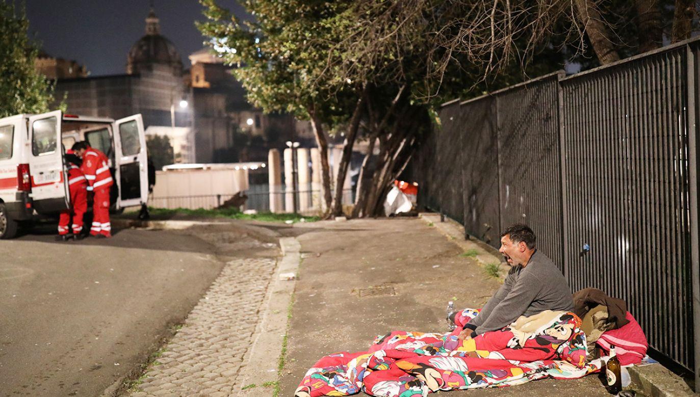 Zjawisko skrajnego ubóstwa dotyczy we Włoszech około 9 milionów osób (fot. Marco Di Lauro/Getty Images)