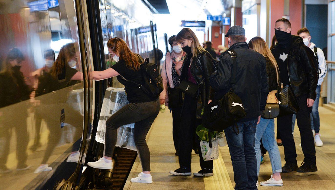 Najwięcej miłośników spontanicznych wyjazdów jest wśród respondentów do 24 lat (fot. Artur Widak/NurPhoto via Getty Images)