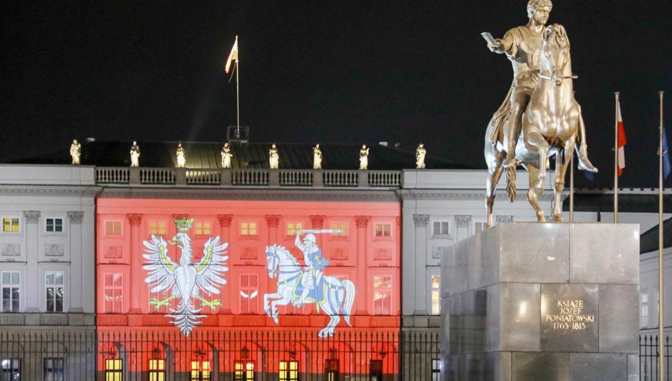 Fasada Pałacu Prezydenckiego ze specjalną iluminacją (fot. Krzysztof Gumul/KPRP)