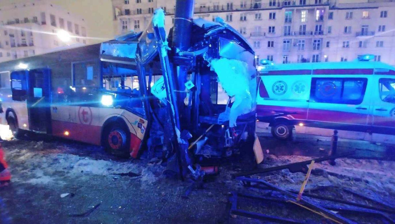 Kierowca firmy Arriva stracił panowanie nad pojazdem (fot. TVP Info)