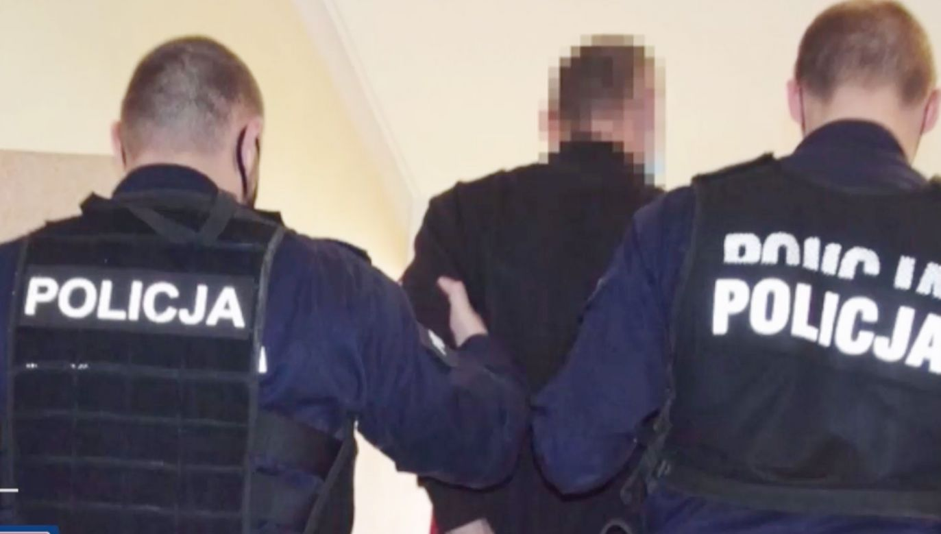 24-latek wybiegł z ukradzioną butelką alkoholu (fot.TVP Info)