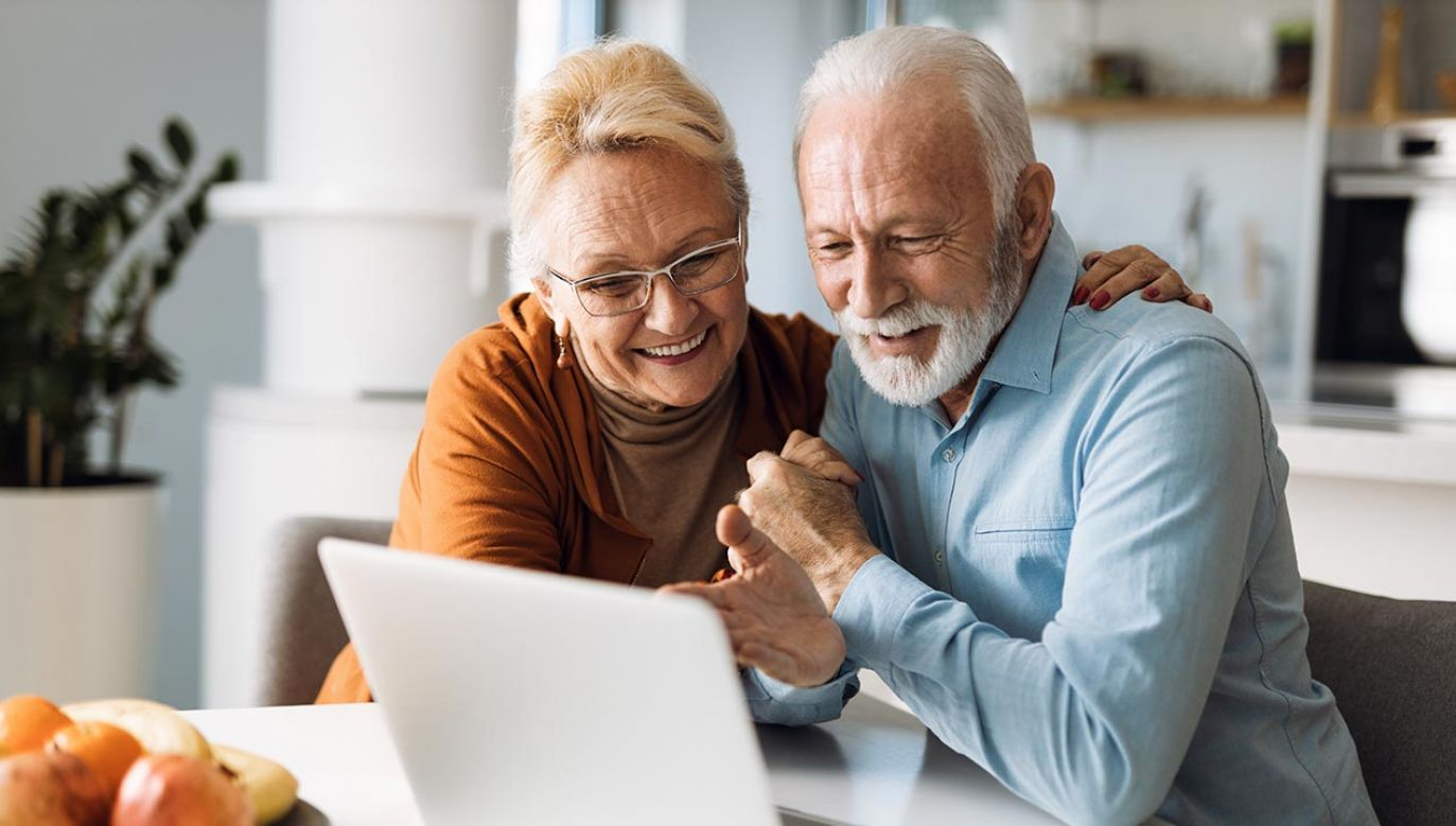 Renty i emerytury zostały podwyższone o 4,24 proc. (fot. Shutterstock/Goksi)