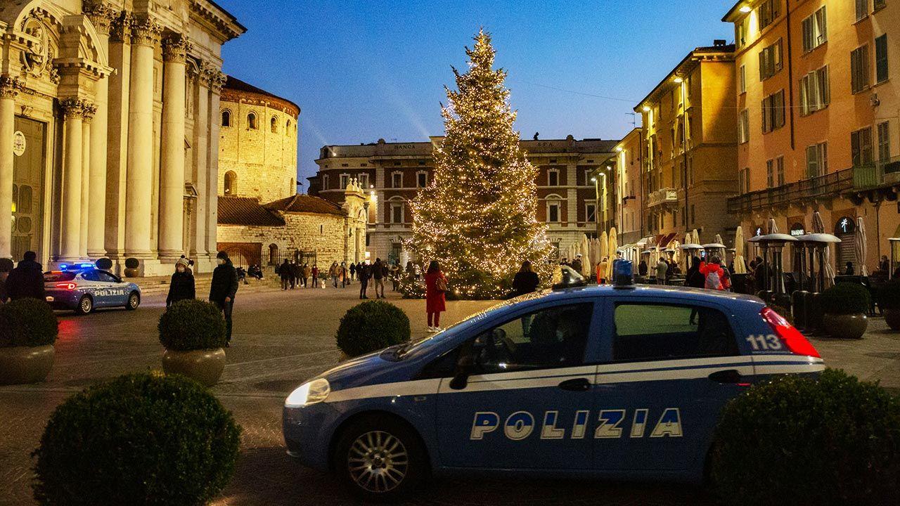 Giuseppe Conte rekomenduje, aby w święta nie przyjmować w domach osób mieszkających gdzie indziej (fot. Stefano Nicoli/NurPhoto via Getty Images)