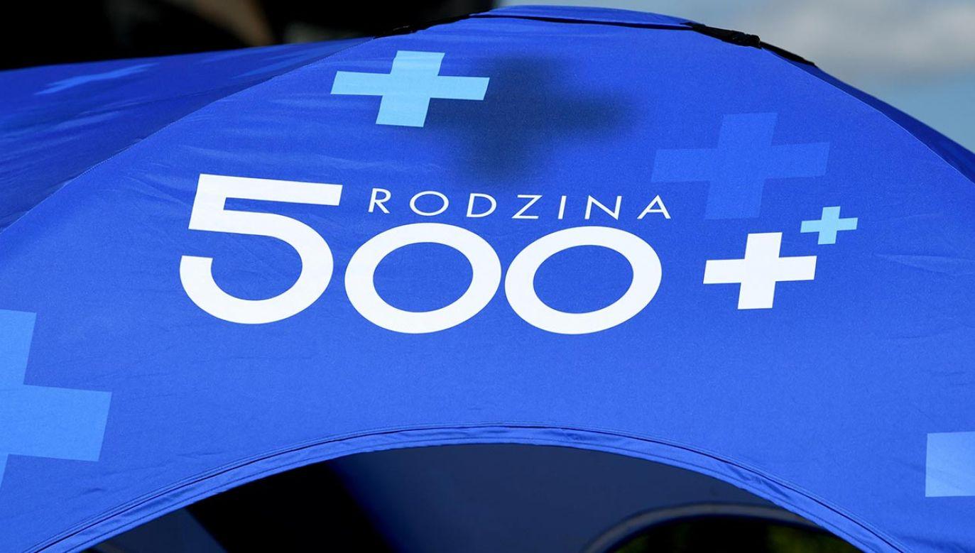 Prezydent podpisał ustawę w sprawie zmian w 500 plus (fot. PAP/Darek Delmanowicz)