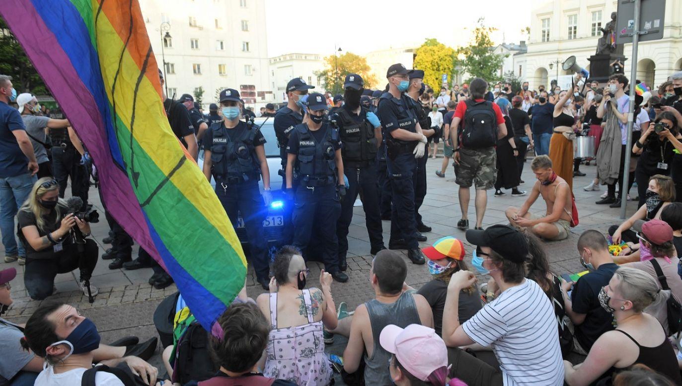 Komendant główny policji apelował o szacunek dla mundurowych (fot. PAP Radek Pietruszka)