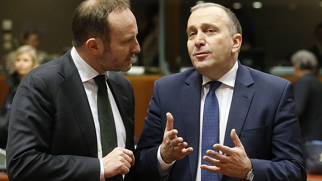 Grzegorz Schetyna (z prawej) i szef MSZ Danii Martin Lidegaard (fot. PAP/EPA/EPA/OLIVIER HOSLET)