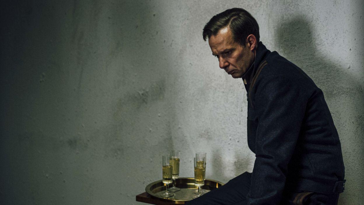 Przyjaciel Horacy (w tej roli Grzegorz Małecki) donosi księciu o pojawieniu się ducha jego zmarłego ojca (fot. Stanisław Loba)