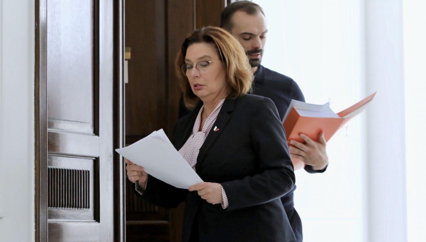 – Zawieszam całkowicie swoją kampanię – obiecała w niedzielę kandydatka KO (fot. PAP/Leszek Szymański)
