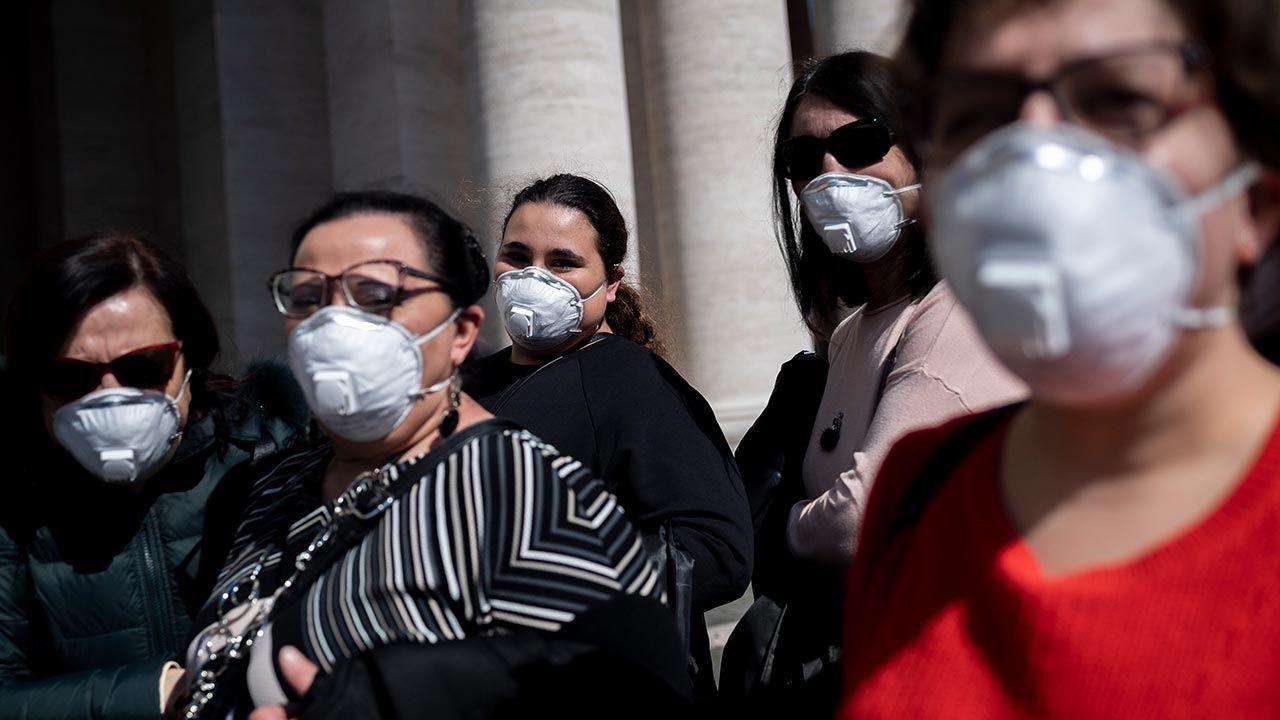 """""""Nic bardziej nie otępia ludzi niż permanentny stan alarmu"""" (fot. Antonio Masiello/Getty Images))"""