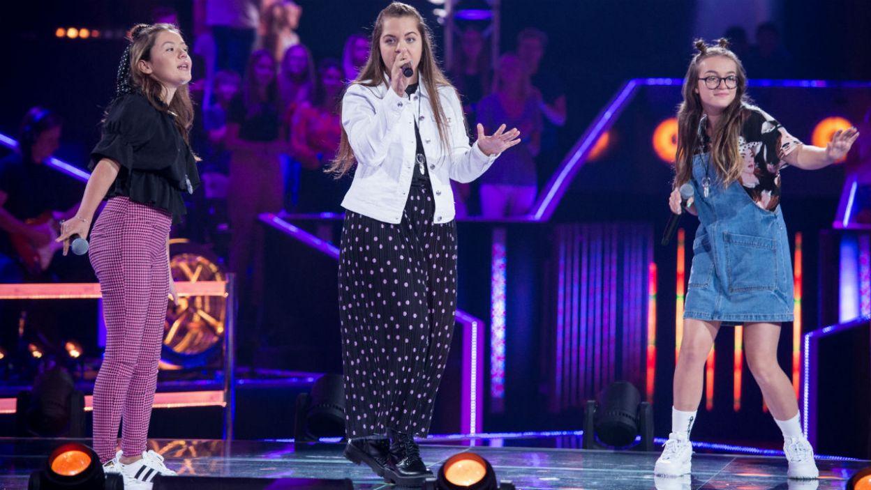 """""""Rolling in the Deep"""" to niezwykle trudny utwór do zaśpiewania. Obie Julie i Natalia poradziły sobie znakomicie (fot. J. Bogacz/TVP)"""