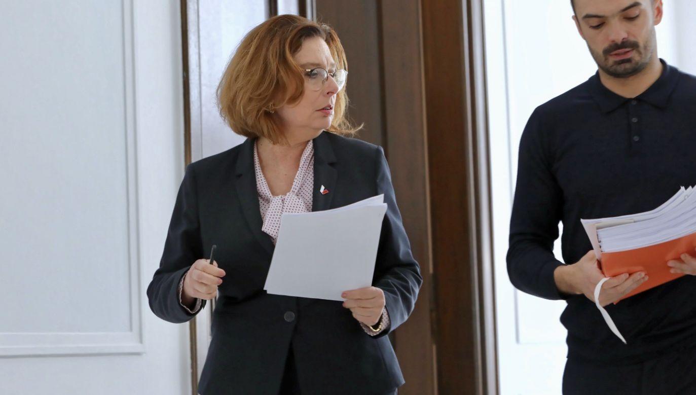 Wicemarszałek Sejmu Małgorzata Kidawa-Błońska, 24 bm. na korytarzu Sejmu  (fot. PAP/Leszek Szymański)
