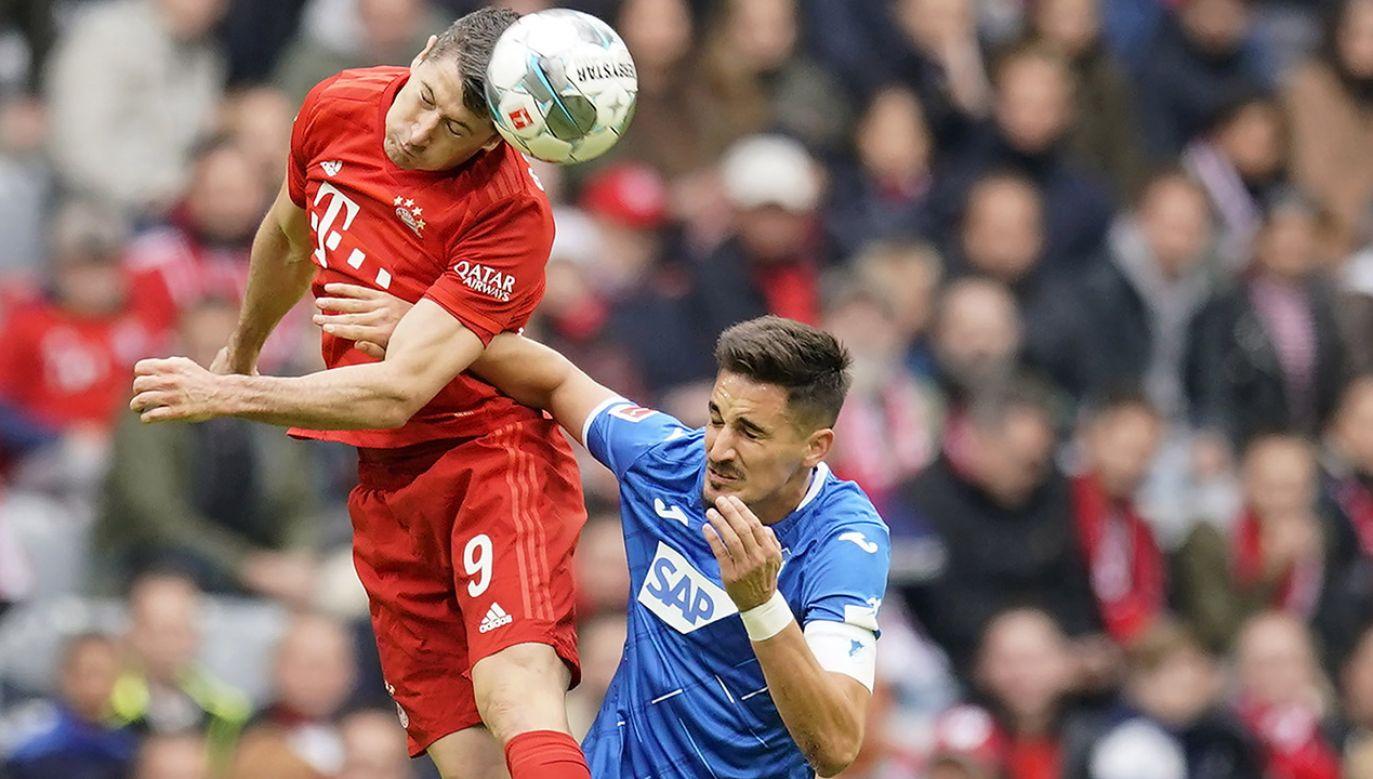 Robert Lewandowski to gwiazda futbolu światowego formatu. (fot. PAP/EPA/RONALD WITTEK)