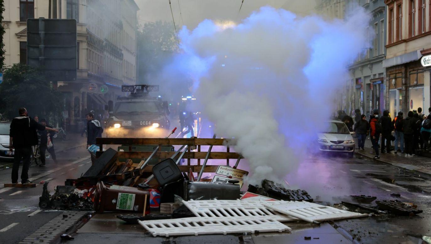Demonstrujący domagali się uwolnienia podejrzanej o akty przemocy lewicowej ekstremistki (fot. arch PAP/ Jan Woitas/dpa-Zentralbild/dpa)