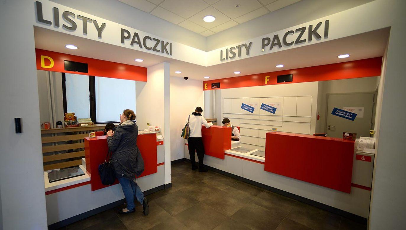 Wostatnich dniach Poczta Polska uruchomiła wymianę korespondencji z Argentyną i Tunezją. Od kilku dni możemy wysyłać paczki także do Japonii (fot. PAP/Bartłomiej Zborowski)