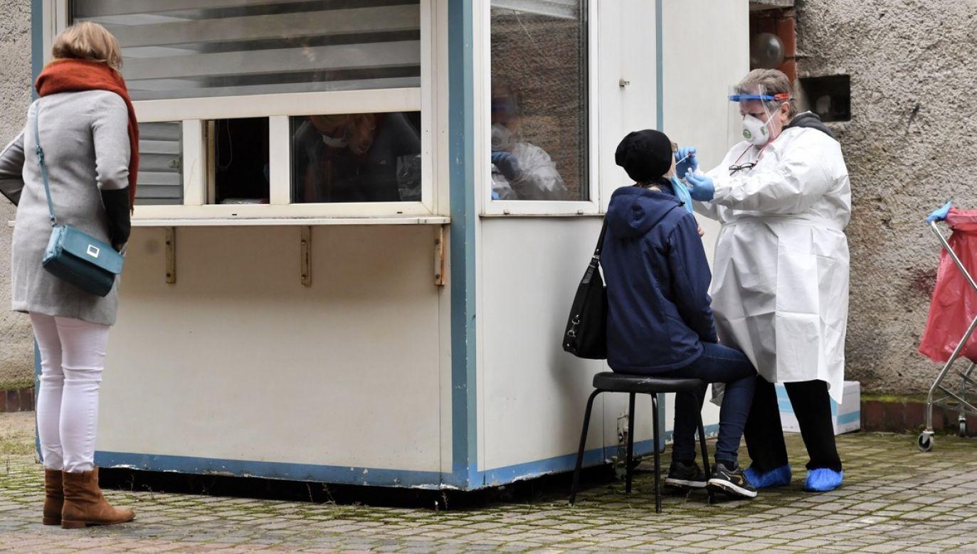 Do leczenia pacjentów z Covid-19 przeznaczono na Mazowszu niespełna 1,5 tys. łóżek szpitalnych (fot. PAP/Piotr Nowak)