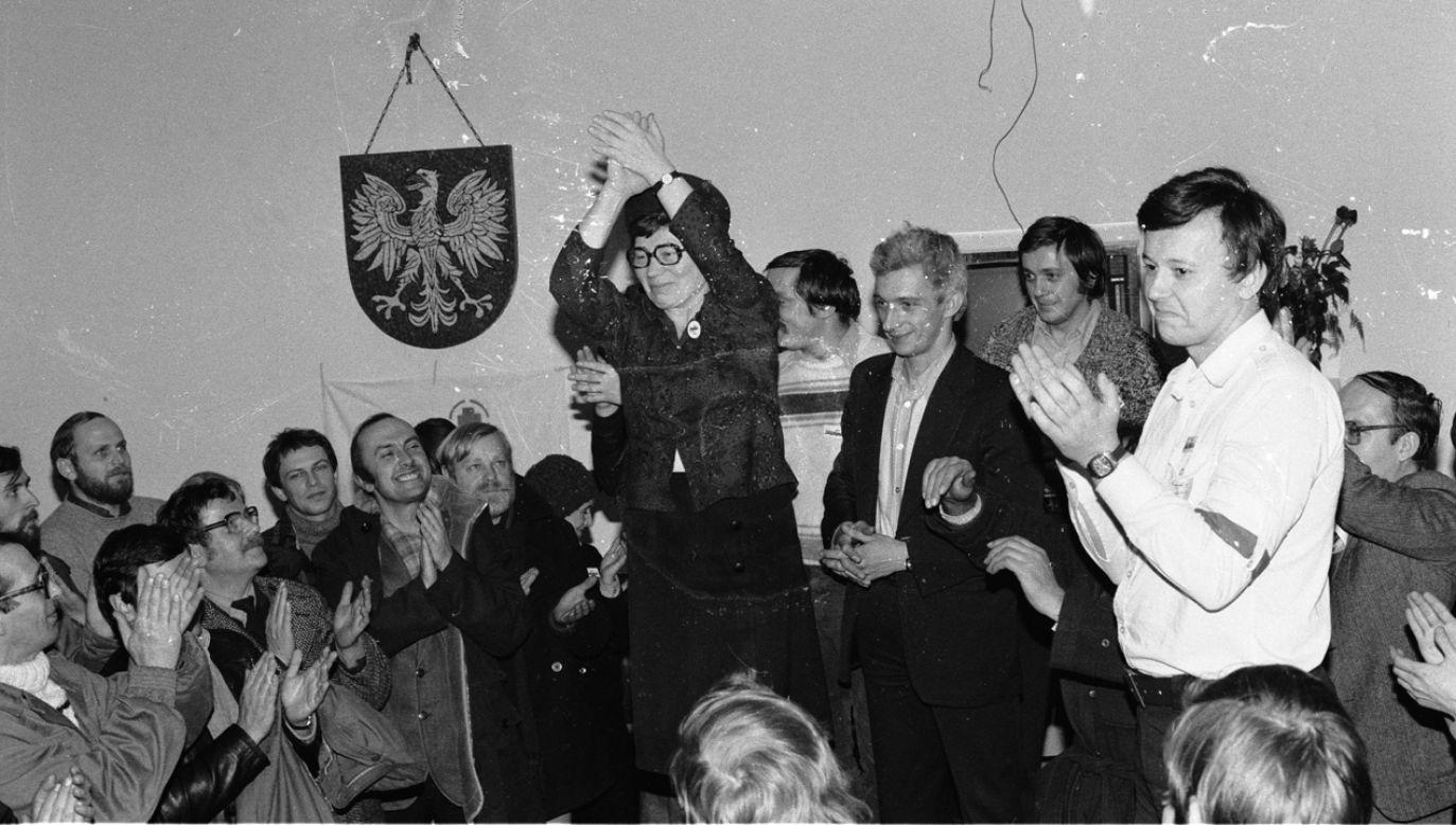 Strajk w Stoczni Gdańskie wybuchł z powodu zwolnienia Anny Walentynowicz. Ale po zwycięstwie była stopniowo marginalizowana (fot. PAP/CAF/Stefan Kraszewski)