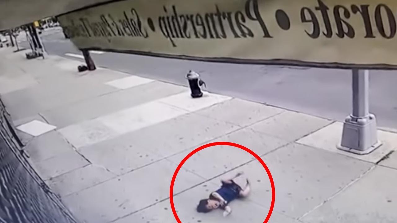 Dziecko wypadło z piątego piętra (fot. YouTube/U.S & U.K Updates)