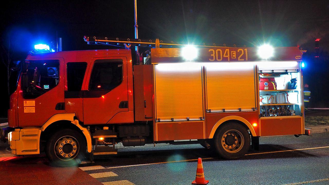 Informację o pożarze strażacy otrzymali w niedzielny wieczór (fot. Shutterstock)