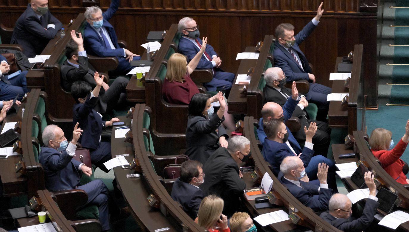 Polityczne transfery w Sejmie (fot. PAP/Mateusz Marek)