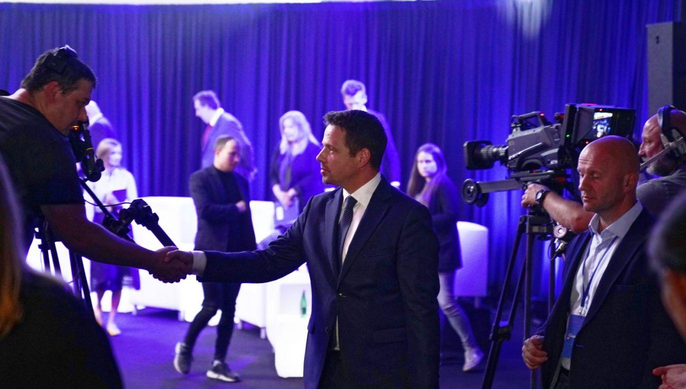 """Goście programu """"Twój Wybór"""" komentowali nieobecność kandydata KO na debacie z udziałem mieszkańców Końskich (fot. PAP/Mateusz Marek)"""