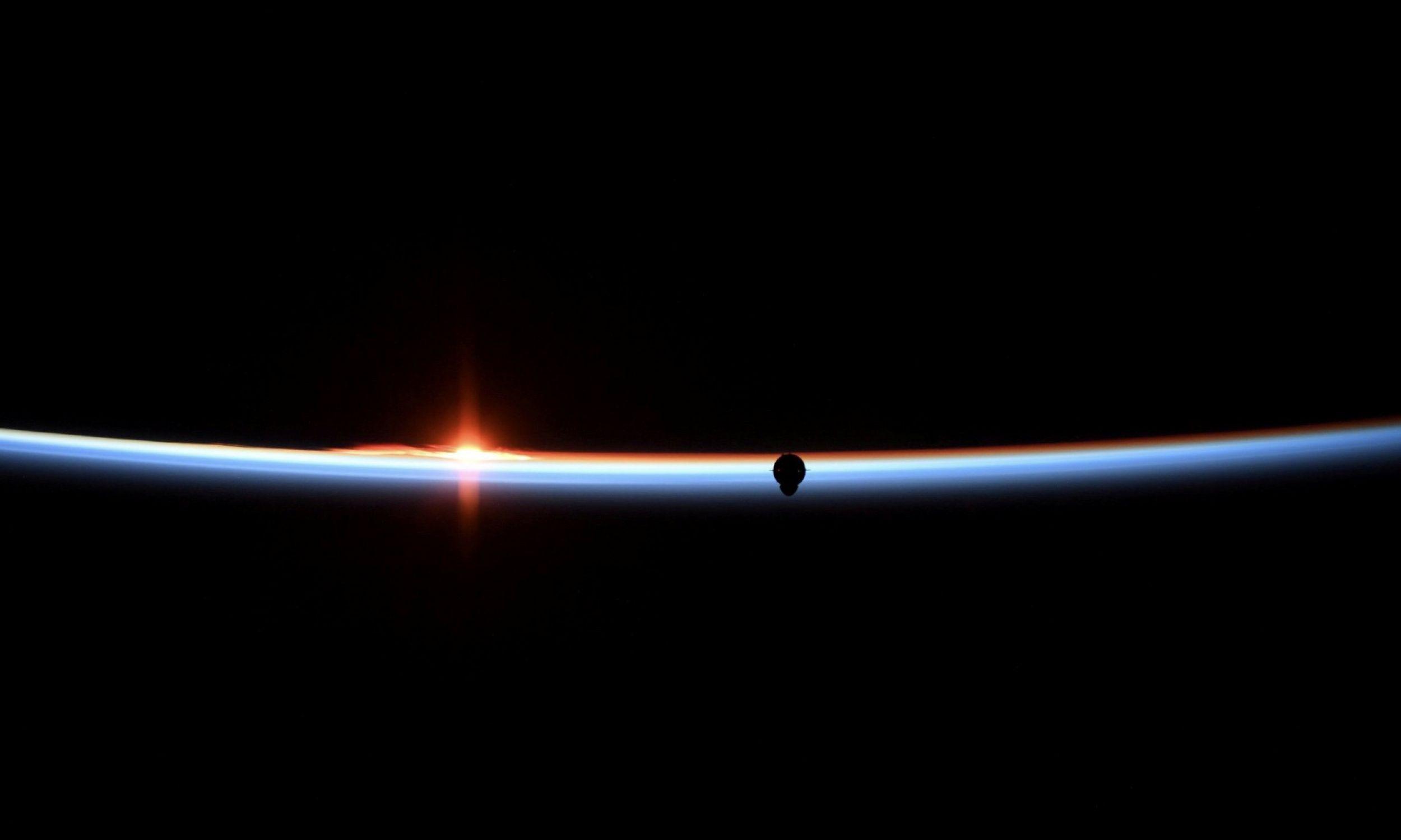 3 marca 2019 roku. Kapsuła Crew Dragon firmy SpaceX zbliża się do Międzynarodowej Stacji Kosmicznej. Fot. Anne McClain/NASA/Handout via Reuters