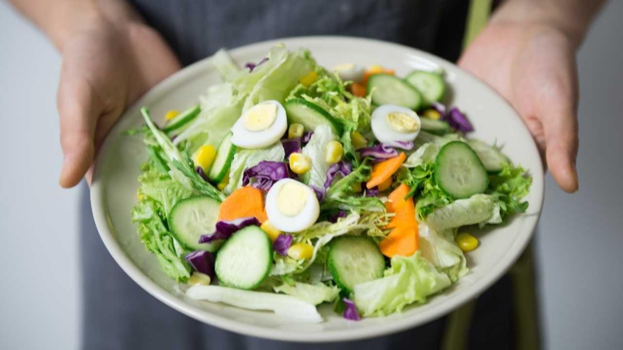 Jest zależność między zarobkami a dietą (fot. Pexels)