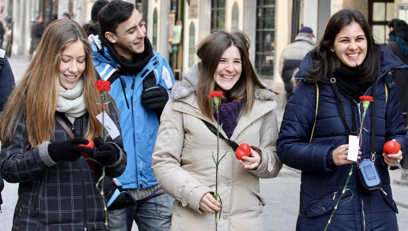 Zakupu prezentów nie warto odkładać na ostatnią chwilę (fot. arch.PAP/Jacek Bednarczyk)