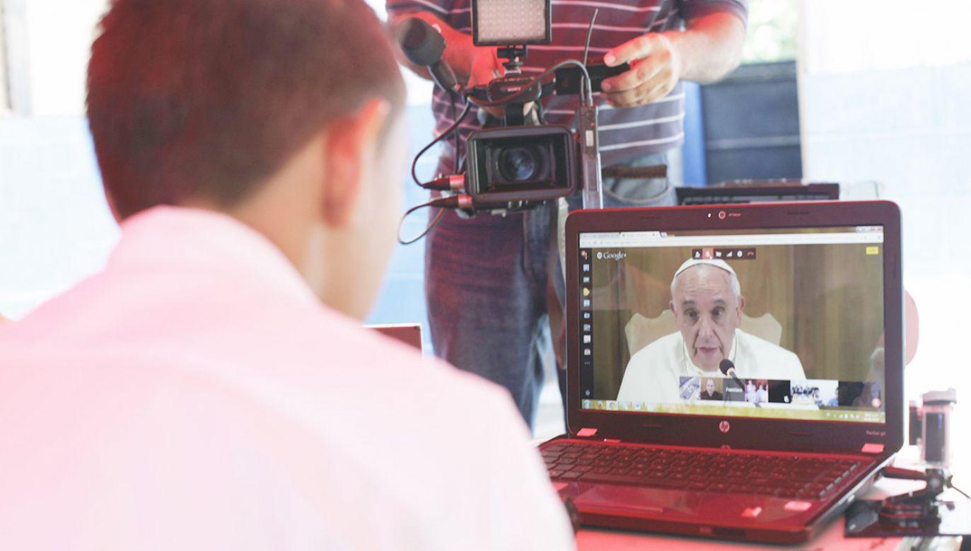 Taka asymetria może stanowić zagrożenie dla społeczeństw demokratycznych – wskazał Ojciec Święty (fot. REUTERS/Jose Cabezas)