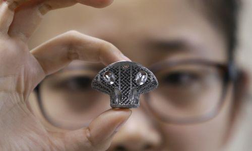 Numer 9. Uniwersytet Pekiński (Chiny). Osiągnięcie wydziału biomedycznego tej uczelni to modele produkowanych na drukarkach 3D kręgów. Fot Reuters/Jason Lee