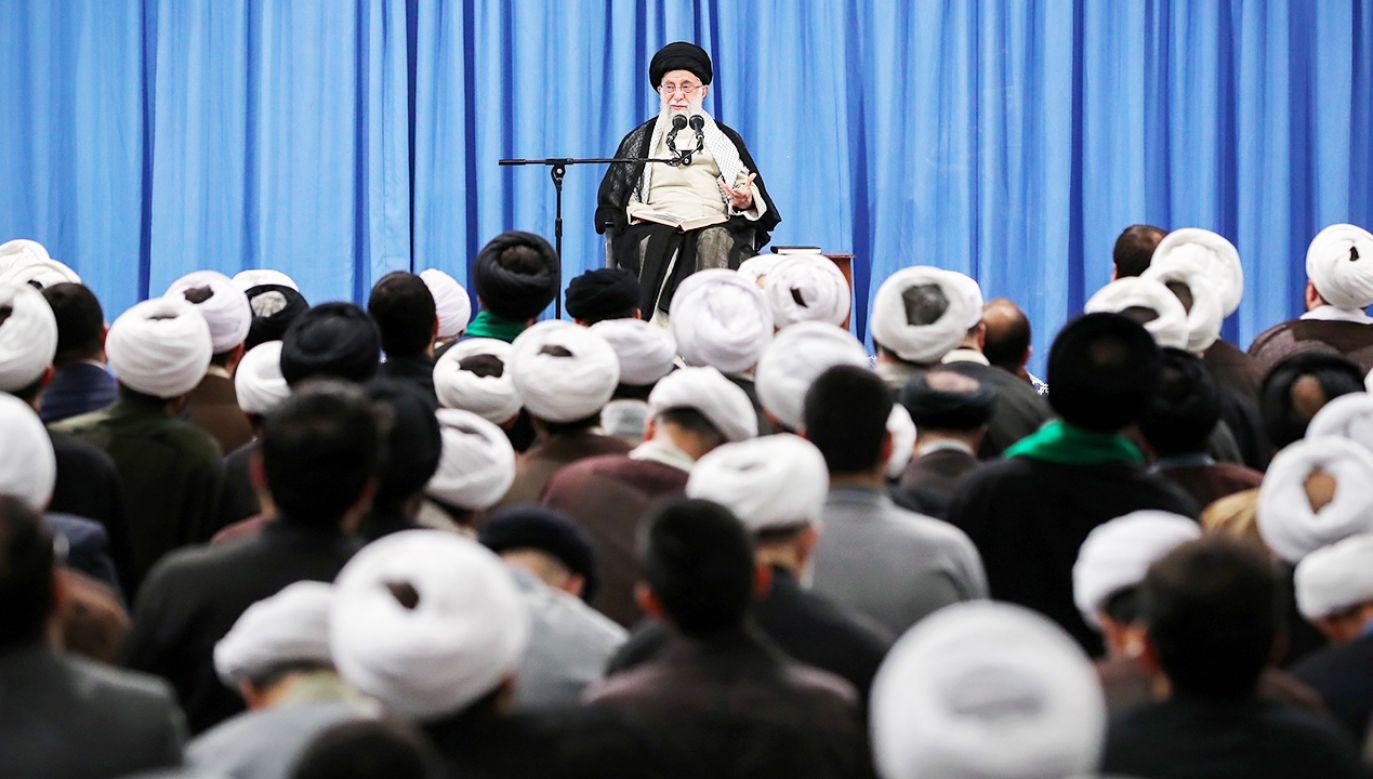 Najwyższy irański przywódca duchowo-polityczny ajatollah Ali Chamenei (fot. PAP/EPA/IRAN'S SUPREME LEADER OFFICE HANDOUT)