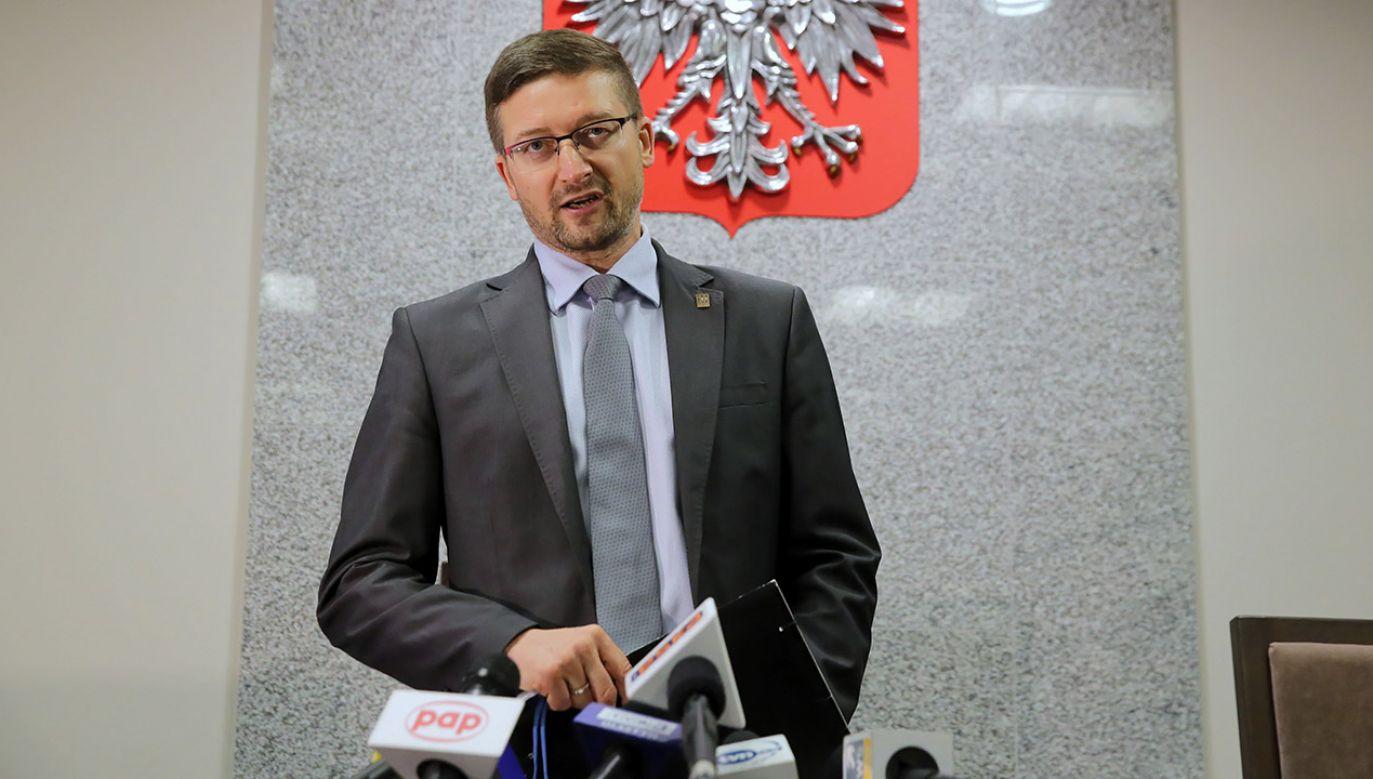 Sędzia, który zawiesił Juszczyszyna przekonuje, że jego działania są zgodne z prawem (fot. PAP/Tomasz Waszczuk)